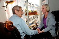 Ehrenamtliche engagiert sich im Bereich Hospiz; Quelle: Hospizdienst Karlsruhe